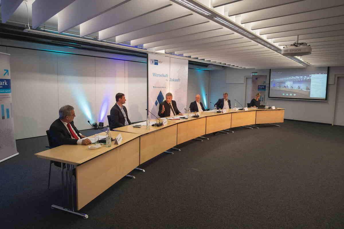 Mut zur Zukunft - IHK-Wirtschaftsgespräch mit Staatssekretär Weigert